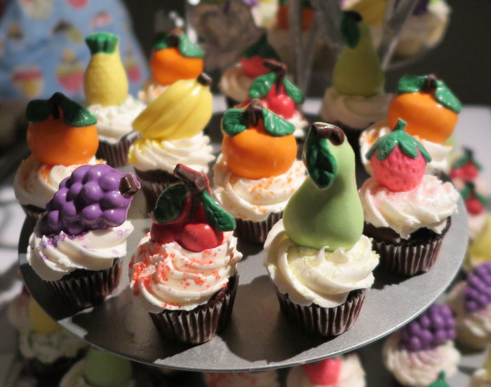 Cupcakes with handmade fruit chocolate from Lollicakes